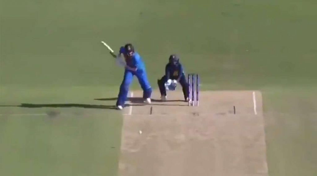 Video: शेफाली वर्मा ने श्रीलंकाविरुद्ध महिला टी-20 वर्ल्ड कपमॅचमध्येस्टंपच्या मागून मारलेलाचौकारपाहून व्हाल चकित