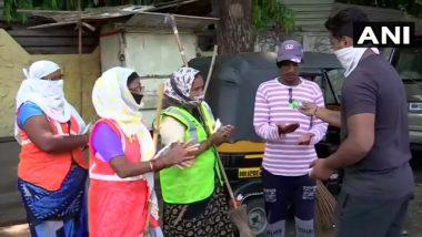 Coronavirus: पुणे येथील सफाई कर्मचाऱ्यांना खाणे आणि सॅनिटायझरचे वाटप
