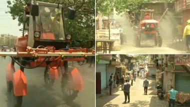 मुंबई: कोरोना विषाणूचा वाढता प्रादुर्भाव पाहता धारावीतील झोपडपट्टीचे एरिअल मिस्ट ब्लॉविंग मशीनद्वारे निर्जंतुकीकरण