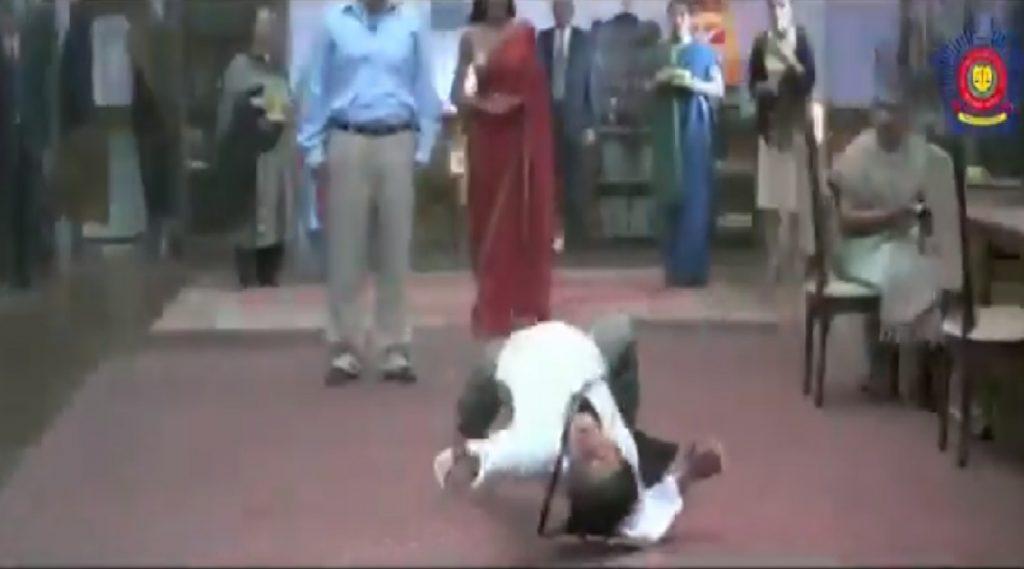 Coronavirus: मास्क है ना!; मुंबई पोलिसांनी शेअर केला शाहरुख खान याच्या 'मैं हू ना' चित्रपटातील खास व्हिडिओ