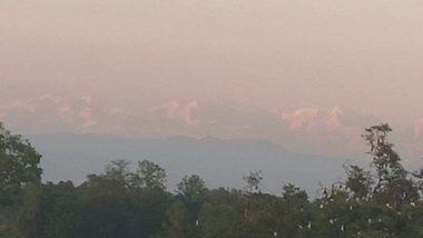 बिहार: सीतामढ़ी जिल्ह्यातून 'माऊंट एव्हरेस्ट' चं दर्शन; प्रदुषण घटल्याने पहिल्यांदाच नागरिकांनी अनुभवला हिमालयाचा अद्भुत नजारा (View Pics)