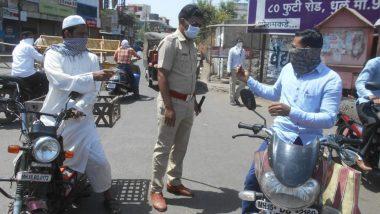 धुळे येथे लॉकडाउनच्या काळात रस्त्यावर वाहनावरुन फिरणाऱ्यांच्या विरोधात पोलिसांकडून कारवाईला सुरुवात