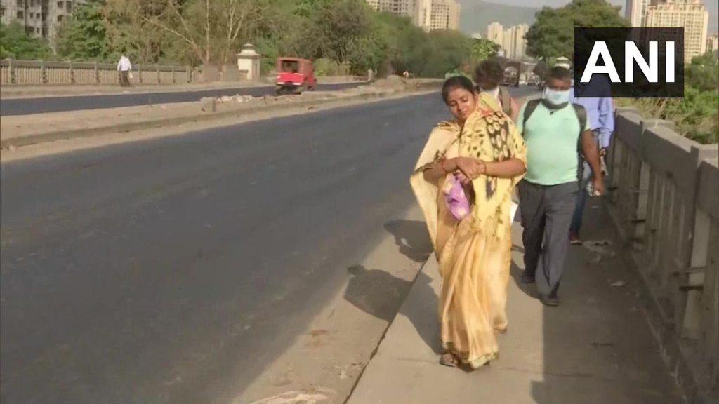 महाराष्ट्र: स्थलांतरीत कामगारांचा मुंबई-नाशिक महामार्गाने पायीच घर गाठण्याचा प्रयत्न; पैशाअभावी प्रवासादरम्यान लहान मुलांसह मजूरांची खायची आबाळ