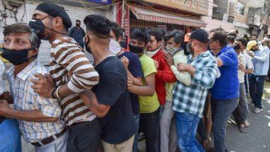 Lockdown In Nagpur: नागपूर मध्ये लॉकडाऊन जाहीर केल्यानंतर दारुच्या दुकानात नागरिकांची धाव, गर्दी झाल्याने सोशल डिस्टंन्सिंगच्या नियमाचा उडाला फज्जा