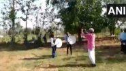Locust Attack: टोळधाड परतवून लावण्यासाठी भंडारा जिल्ह्यातील शेतकऱ्यांनी ढोल-ताशे वाजवले; प्रशासनाने जंतुनाशक फवारले (Video)