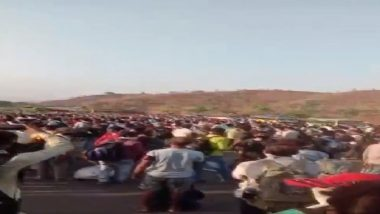 Coronavirus: महाराष्ट्र - मध्यप्रदेश सीमेवर बडवानी येथे स्थलांतरीत कामगारांचे आंदोलन, प्रचंड गर्दी (Video)