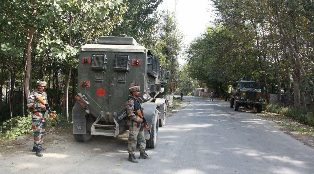 दक्षिणी कश्मीर च्या बिजबेहरा मध्ये एक CRPF जवान, चिमुकला दहशतवाद्यांकडून ठार