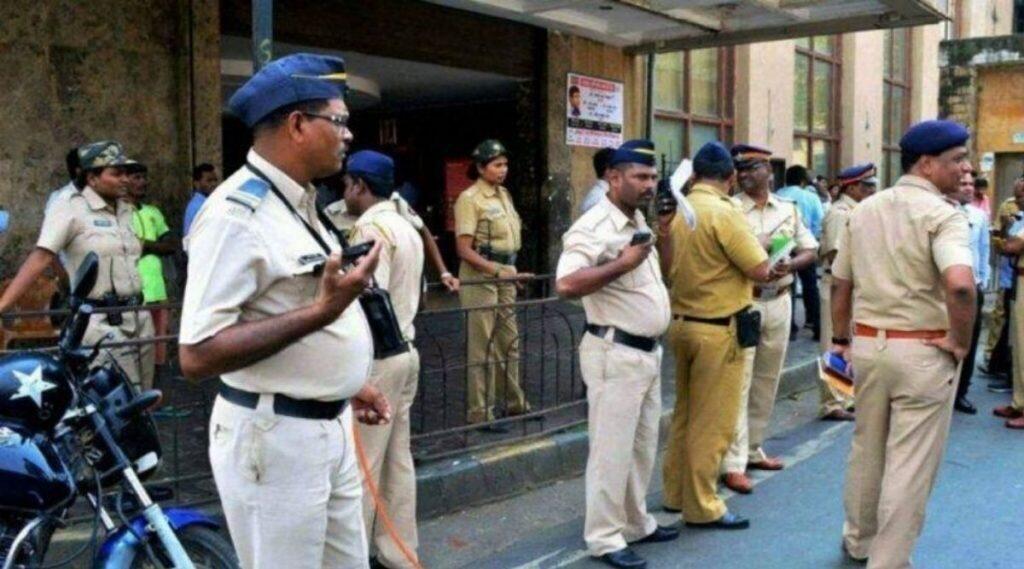 मुंबई: कर्तव्यावर असलेल्या दोन पोलीस कर्मचाऱ्यांवर चाकूहल्ला; हल्लेखोरास अटक