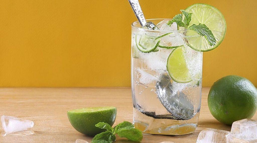 Summer Health Tips: उन्हाळ्यात लिंबू सरबत प्यायलाने शरीरास होणारे 'हे' आश्चर्यजनक फायदे तुम्हाला माहित आहे का?