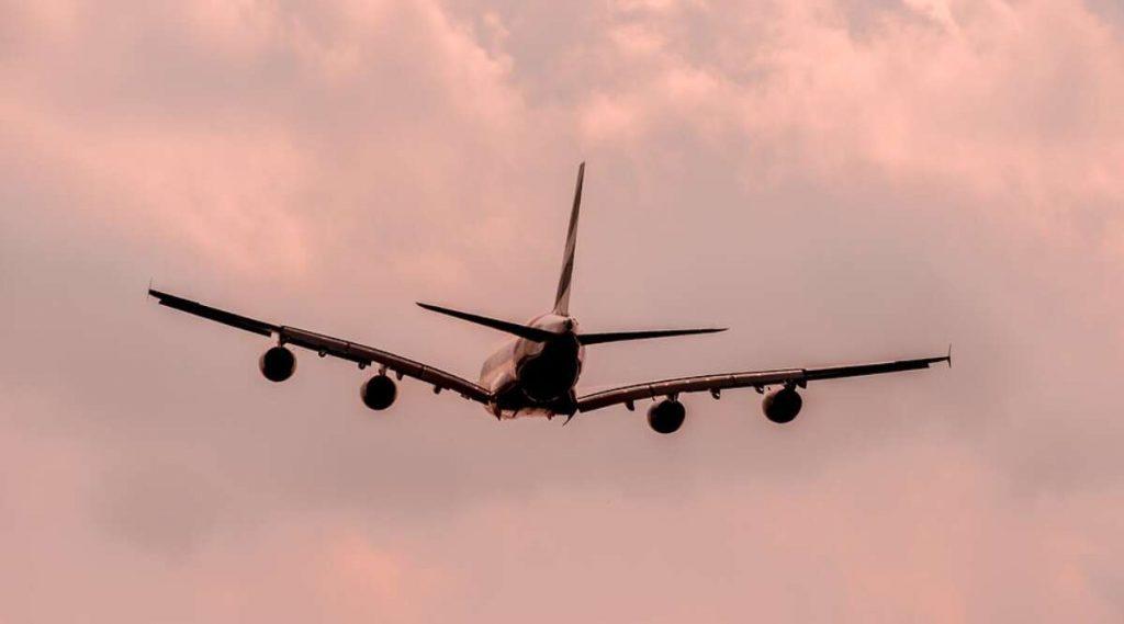 Airlines Resume Meals And Entertainment Service: कोविड-19 संकटात विमानातील जेवण, मनोरंजनाच्या सेवा सुरु करण्यास सरकारची परवानगी