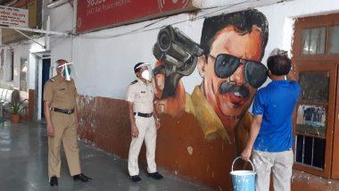 मुंबई: दादर मधील मध्य रेल्वे स्थानकात भिंतींवर रंगरंगोटी केल्याने रुप पालटले, पहा फोटो