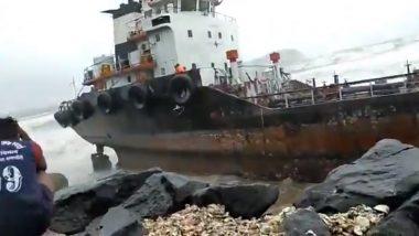 Nisarga Cyclone Videos: रत्नागिरी मध्ये समुद्राला उधाण; पहा लाटांमध्ये डोलणार्या बोटींचा  व्हायरल व्हिडिओ (Watch Video)