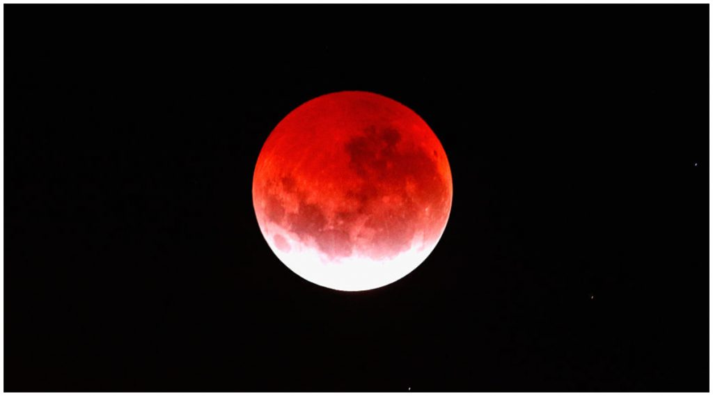 Lunar Eclipse 2020: वर्षाचे दुसरे चंद्रग्रहण आज; ग्रहण काळात काय करावे, काय करू नये? जाणून घ्या DOs आणिDon'ts