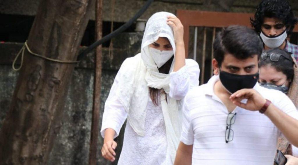 Sushant Singh Rajput Death Probe: रिया चक्रवर्ती  मुंबई पोलिस, ED प्रमाणेच CBI चौकशीला देखील सामोरी जाईल: वकील सतिश मानशिंदे