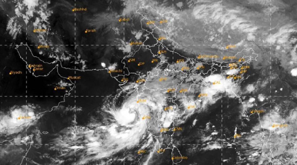 Nisarga Cyclone Live Satellite Map & Tracking: 'निसर्ग चक्रीवादळ' चा मार्ग, वेग, किनारपट्टीवरील लँडफॉल आणि पावसाचा अंदाज जाणून घेण्यासाठी इथे क्लिक करा