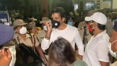 सोनू सूद स्थलांतरित मजूरांना रवाना करण्यासाठी बांद्रा टर्मिनसवर पोहोचला असता रेल्वे पोलिसांनी अडवले; फलाटावर जाण्यासाठी दिली नाही परवानगी
