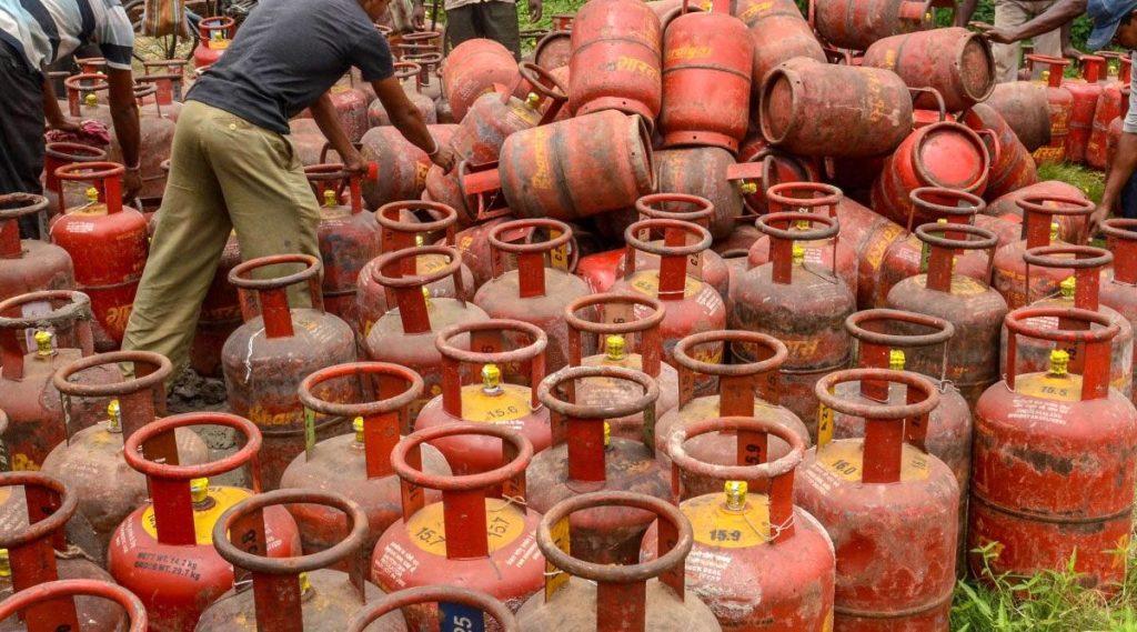 LPG Gas Cylinder ची डिलेव्हरी ते बॅंकांच्या वेळा यामध्ये 1 नोव्हेंबरपासून होणार मोठे बदल; लक्षात ठेवा या 5 गोष्टी