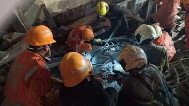 Mumbai Building Collapse: फोर्ट येथे झालेल्या इमारत दुर्घटनेमध्ये 4 जणांचा मृत्यू; आतापर्यंत 13 लोकांना बाहेर काढण्यात यश