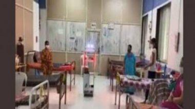 मुंबई: Robot Gollar वरळीच्या पोद्दार हॉस्पिटलमध्ये कोरोना रूग्नांना जेवण, औषधं देण्यासाठी दाखल (Watch Video)