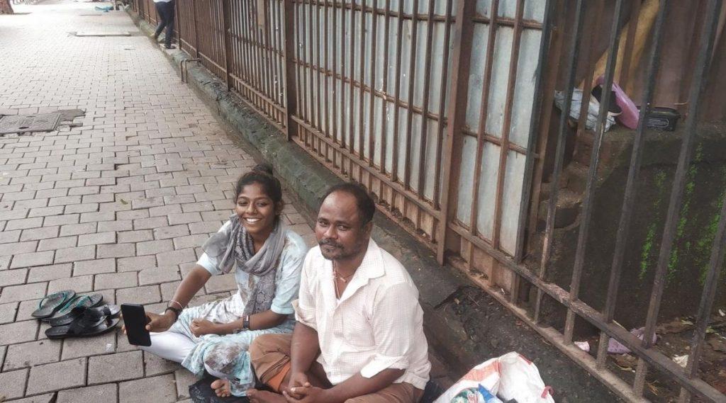 मुंबई: फूटपाथवर राहणार्या असमा शेख या विद्यार्थीनीने महाराष्ट्र बोर्ड 10वी परीक्षेत मिळवले 40% गुण; युवा सेनेकडून पुढील शिक्षणासाठी मदत
