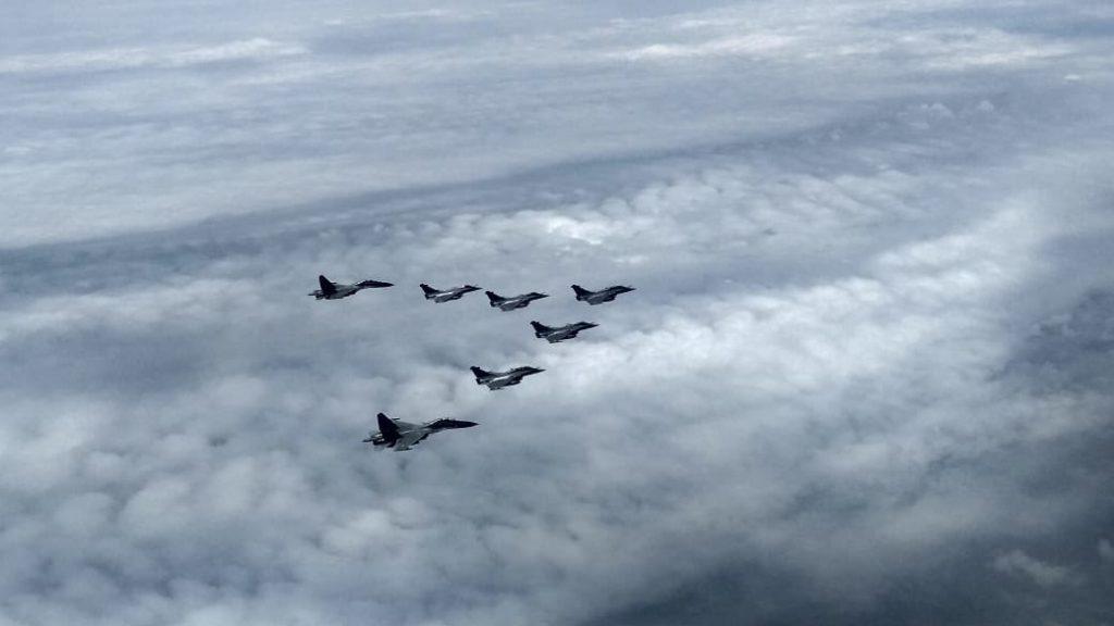 Rafale Fighter Aircraft: राफेल फायटर विमान ताफ्याचा भारतीय हवाई हद्दीत प्रवेश, काही मिनिटांतच अंबाला एअरबेसवर लँडींग- राजनाथ सिंह