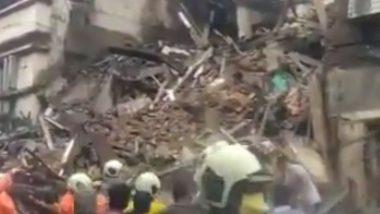 मुंबई: फोर्ट येथील एका इमारतीचा भाग कोसळला, घटनास्थळी अग्निशमन दलाच्या 4 गाड्या दाखल