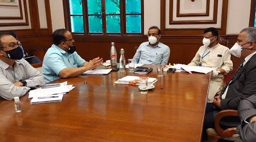 महाराष्ट्र सरकारने मास्क, सॅनिटायजरच्या दर निश्चित करण्यासाठी समिती गठीत करण्याचा घेतला निर्णय