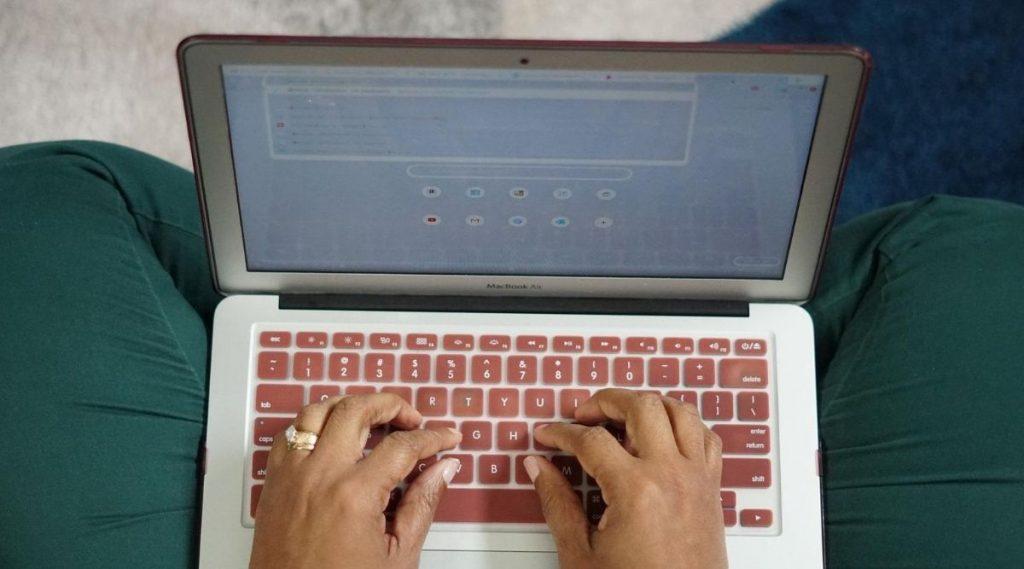 online PF Account Money Transfer Process: नोकरदारांना कामाची कंपनी बदल्यानंतर ऑनलाईन पीएफची रक्कम घरबसल्या कशी ट्रान्सफर करता येते?