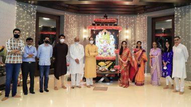 Ganeshotsav 2020: मुख्यमंत्री उद्धव ठाकरे, शरद पवार, रश्मी ठाकरे, प्रतिभा पवार यांनी घेतले वर्षा बंगल्यावरील गणपतीचे दर्शन