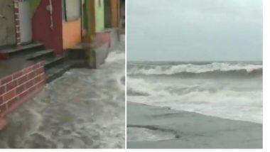 Mumbai High Tide: मुंंबई मध्ये समुद्रात भरतीच्या वेळी उसळल्या उंच लाटा, Bandra येथे किनारालगतच्या घरापर्यंत पोहचले पाणी (Watch Video)