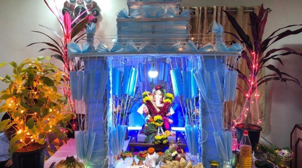 Ganesh Chaturthi 2020: मास्क च्या मखरात बाप्पा विराजमान, बदलापुर येथील भोईर कुटुंंबाची अनोखी कल्पना (Photos Inside)