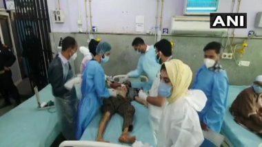 जम्मू काश्मीर: बारामुल्ला येथे सैन्याच्या दहशतवाद्यांनी लष्कराच्या गाडीवर ग्रेनेड फेकला, सहा नागरिक जखमी, पहा फोटो
