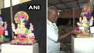 मुंबई: घाटकोपर येथील मुर्तिकार यांनी गणेश चतुर्थीनिमित्त साकारली 'Sanitizer Ganesha' ची मुर्ती, पहा फोटो