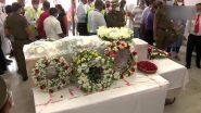 Air India Express pilot Captain Deepak Sathe's mortal remains reach Mumbai: केरळच्या कोझीकोडमध्ये झालेल्या विमान अपघातामध्ये मरण पावलेले वैमानिक दीपक साठे यांना एअर इंडियाकडून अखेरची मानवंदना