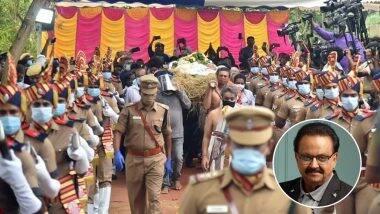SP Balasubrahmanyam Funeral: दिग्गज गायक एसपी बालासुब्रमण्यम यांना शासकीय इतमामात अखेरचा निरोप; पहा फोटोज