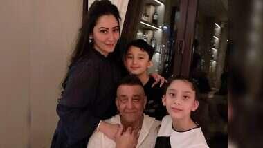 Sanjay Dutt: कॅन्सरग्रस्त संजय दत्त ने दुबईत जाऊन आपल्या मुलांची घेतली भेट, पत्नी मान्यता ने कुटूंबाचे फोटो शेअर करुन केली 'ही' भावनिक पोस्ट