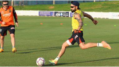 IPL 2020 Diaries: आयपीएलपूर्वीविराट कोहलीचे Hot Dog आणि एबी डिव्हिलियर्सच्या Cool Cats मध्ये रंगलाफुटबॉलचा सामना(Watch Video)