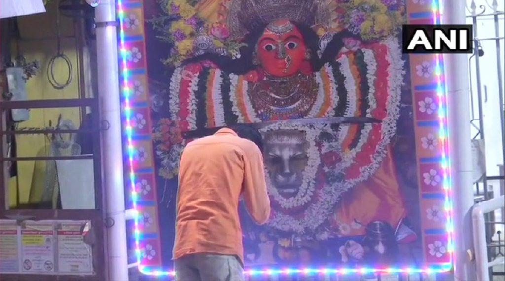 Navratri 2020: नवरात्रोत्सवाच्या पहिल्या दिवशी देशभरातील विविध मंदिरांमध्ये भाविकांची धाव; मुंबादेवीचे मात्र बाहेरुनच दर्शन