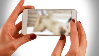 धक्कादायक! पुण्यात तरुणींनी Nude Video Calls रेकॉर्ड करुन 8 पुरुषांना केले ब्लॅकमेल