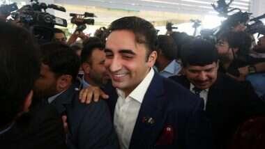 Bilawal Bhutto Zardari Viral Video: बेनझीर भुत्तो यांचे चिरंजीव बिलावल भुत्तो यांच्याकडून वस्तूंचे नवे परिमाण, म्हणाले- 'अंडी 100 रुपये किलो, बटाटा 100 रु तर टोमॅटो 200 रुपये डझन' (Watch Video)