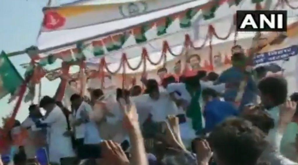 Stage Collapses During Political Rally: बिहारमध्ये निवडणूक प्रचाराच्या भाषणादरम्यान अचानक कोसळले स्टेज; कॉंग्रेसचे नेते इम्रान प्रतापगढी आणि अखिलेश सिंह पडले खाली (Watch Video)