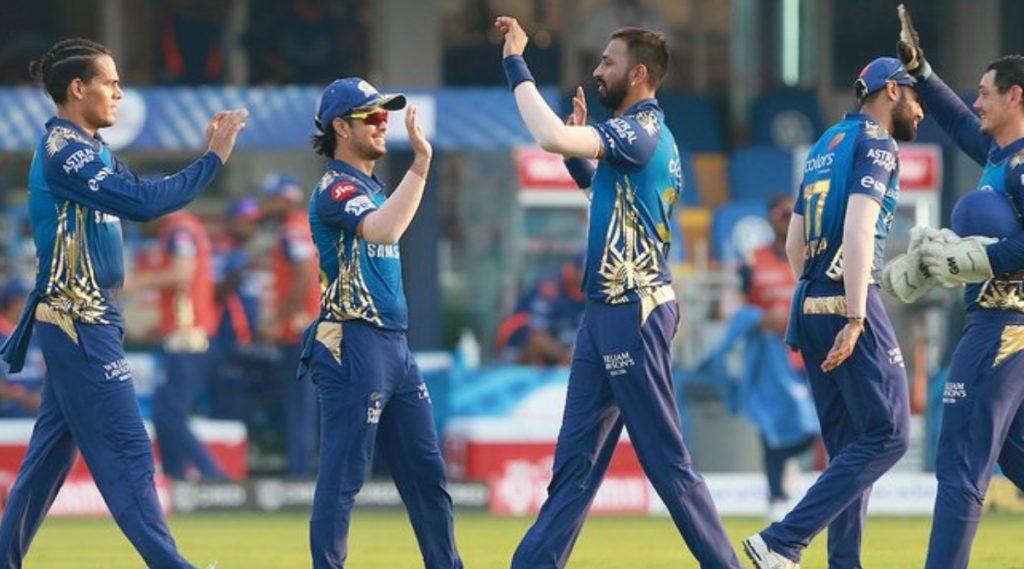 DC vs MI, IPL 2020: मुंबईची कसून गोलंदाजी; ट्रेंट बोल्ट, जसप्रीत बुमराहच्या भेदक माऱ्यासमोरदिल्ली कॅपिटल्सची 110 धावांपर्यंत मजल