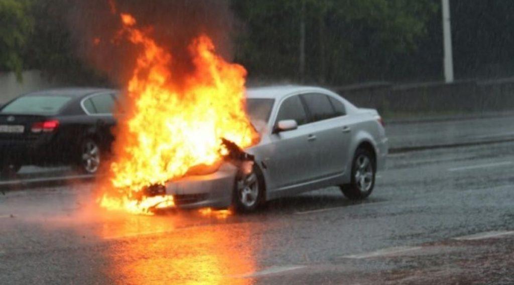 Fire Safety Gadgets: कार मध्ये आग लागण्यापासून बचाव करतील 'हे' गॅजेट्स, किंमत 500 रुपयांपासून सुरु