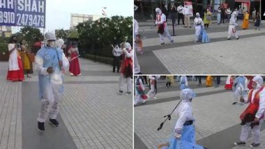 Navratri 2020: PPE किटपासून बनवलेला हँड मेड ड्रेस घालून गुजरात मधील फॅशन डिझायनिंगच्या विद्यार्थ्यांनी घेतला गरब्याचा आनंद (Watch Video)