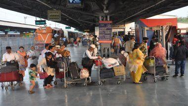 Konkan Railway Updates: खेड दिवाणखवटी स्टेशन जवळ मेंटनन्स व्हॅन पटरीवरून घसरल्याने कोकण रेल्वेची वाहतूक विस्कळीत; तेजस एक्सप्रेस 4 तास उशिरा