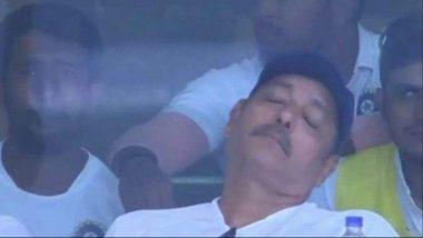 IND vs AUS 2nd ODI: भारतीय गोलंदाजांची धुलाई होत असताना प्रशिक्षक रवि शास्त्री घेत होते डुलकी, पाहा व्हायरल Photo