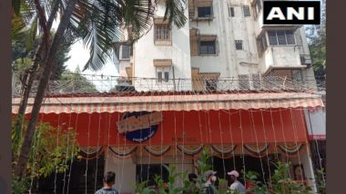मुंबई: 'Karachi Sweets' ने शिवसेना नेते नितीन नांदगावकर यांच्या मागणीनंतर दुकानाचं नाव वृत्तपत्रानं झाकलं