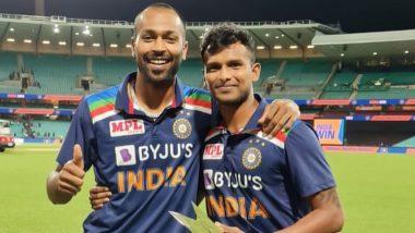 IND vs AUS T20I 2020: वेलडनपांड्या! हार्दिकनेटी-नटराजनला दिलीआपली 'Man of the Series' चीट्रॉफी, जाणून घ्या कारण