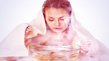 Winter Health Tips: थंडीत रोज चेह-यावर गरम पाण्याची वाफ घेतल्याने काय होतात फायदे? जाणून घ्या वाफ घेण्याची योग्य पद्धत