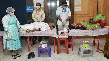 Free Blood: 12 डिसेंबर पासून राज्यातील सर्व शासकीय रुग्णालयांमधील रुग्णांना मिळणार मोफत रक्त; आरोग्यमंत्री राजेश टोपे व खा. सुप्रिया सुळे यांनी केले रक्तदान